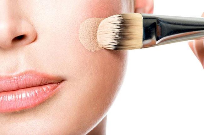 Hình 1: Các loại mỹ phẩm trang điểm dành cho da nhờn