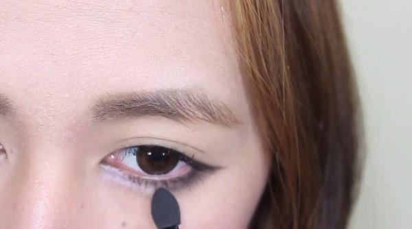 Cách tạo bọng mắt nhờ trang điểm